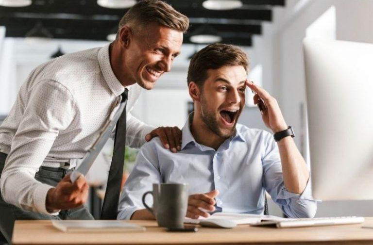 Confiant et heureux au travail